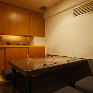 個室(小)3~5名様用が1部屋ございます。