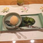 37175391 - 季節のアイスクリームとわらび餅