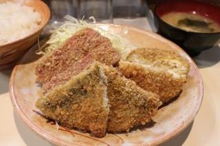 とりかつ チキン - 3品定食 (メンチフライ・アジフライ・ハムかつ) 800円。
