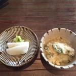 柚子屋旅館 - 香の物と鯛の切り身が入った雑炊