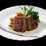 PURE+ - 黒毛和牛もも肉のステーキ 1600円