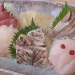 鮨芳 - 地魚の刺身 2300円 地酒とご一緒にどうぞ。