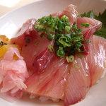 鮨芳 - 定番メニューではありませんが、ワラサのづけ丼 1400円