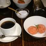 37193073 - デザートとコーヒー