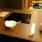 37193608 - ビルトインIHが組込まれたテーブルに案内されました。
