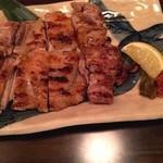 よいよい - 大山地鶏もも一枚焼き‼️ 柚子胡椒とかんずり?が辛くてうまい(^_^)