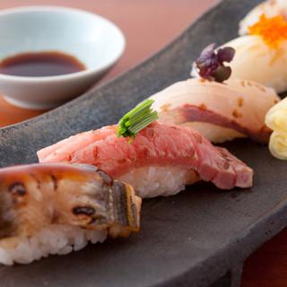 手打ち寿司、炙り蕎麦を盛り込んだ懐石料理