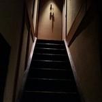 37198322 - 階段を上って2階の個室へ