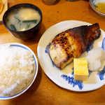 37199585 - 目鯛のみそ漬け(定食¥1050)。味噌の旨みと上品な甘さが融合、これぞ西京焼きの魅力!