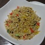 サイアミーズ フィン - 彩り野菜と黒オリーブのオリエンタルチャーハン:1,300円