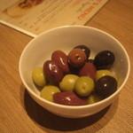hachi - スペイン産三種のオリーブ
