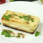 ピッツェリア クッチョロ - モッツアレラチーズのトースト アンチョビ風味