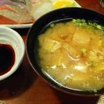 こつこつ庵 - 豆腐と油揚げの味噌汁