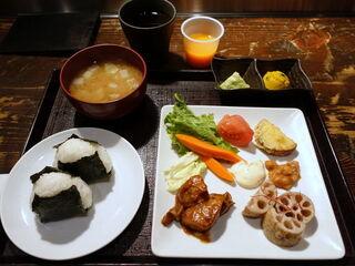 春秋 文化村通 - 出来たておにぎりと「野菜食べ放題」 1000円