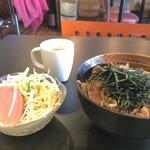 がんばり屋 - 牛バラ丼650円の全景(2015.4.22)