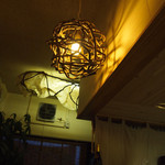 郷の鮨 たむら - ライトが良い雰囲気
