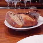 37212097 - デューカディカマストラの自家製パン。超ハード系
