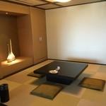 37213269 - 8帖和室。リビングとの仕切りを開けると40帖強の空間が。