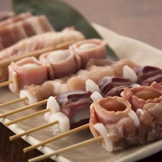 料理にあわせ、国産もつ、華味鶏、雷山地鶏を使用!