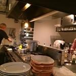 ル・ブション・オガサワラ - オープンキッチン