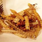 37220572 - 湿気ていて味がボケたカレー味のお通し。