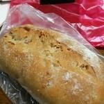 ダーシェンカ - ウイングタウンの移動販売にてくるみパン