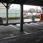 37224755 - 5台分の専用駐車場
