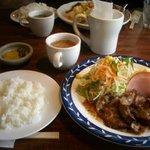 団栗亭 - しょうが焼き定食