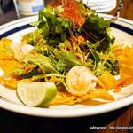 37230236 - ぷりぷり海老のパクチーサラダ