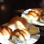 ケンハウス - 自家製のパンはお代わりできます