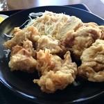 ジャンボ亭 - 胸肉ですが、ジューシーで、サクッと揚げられたから揚げが6個、ケチャップのスパゲッティ、卵焼き一切れが付いています
