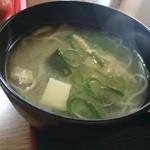 ジャンボ亭 - 豆腐とわかめの味噌汁は、煮麺でした