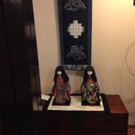 華かざり - 店内   お人形の着物は手作りです〜