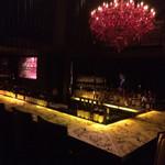 Bar Bambi - 一階カウンター席