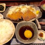 和食 貴山 - チキンカツの卵黄醤油たれ定食(1,000円)
