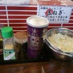 紋次郎 - 無料トッピング(玉ねぎ、柚子、酢、胡椒)
