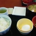 なか卯 -        朝まぜごはん納豆定食(とん汁変更) 380円