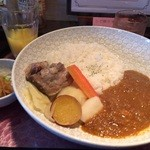 温故知新 ブルックスカレー食堂 - 料理写真:どろ豚トロトロ軟骨カレー(800円)