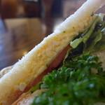 カフェノア - パンが良いと、サンドイッチは旨いですね。