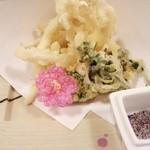 魚処丸萬 - 宴会会席4(小魚と山菜の天ぷら)