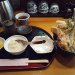 37258788 - 海鮮天丼、これに味噌汁がつきます