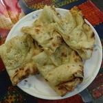 印度屋キッチン・ダバ - タンドリーパラタ