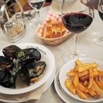 37260962 - ムール貝の白ワイン蒸し、フリット添え