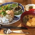 シロクマ食堂 - しらすプレート  しらすに梅納豆に温泉たまご(⑅˃◡˂⑅) たまらん♬