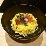 京都 瓢斗 - うるい、三つ葉、山蕗、他春の野菜と青紫蘇の粉末を酢飯に・・
