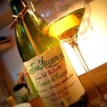 ラ クーナ デル ヴィーノ - 葡萄の枝が付いてるワイン