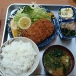 すかい食堂 - 2014/04/01 12:15訪問 とんかつ定食\800