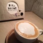 ブリキボタン CAFE&DINING - カフェメニューとカフェオレ