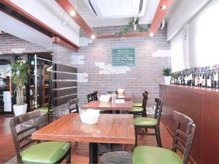 オステリア パージナ - <'15/04/23撮影>店内のテーブル席の風景です
