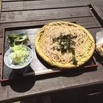 お休み処 芭蕉苑 - 料理写真:石臼挽き手打ちざるそば 天ぷらは食べ放題だよ!